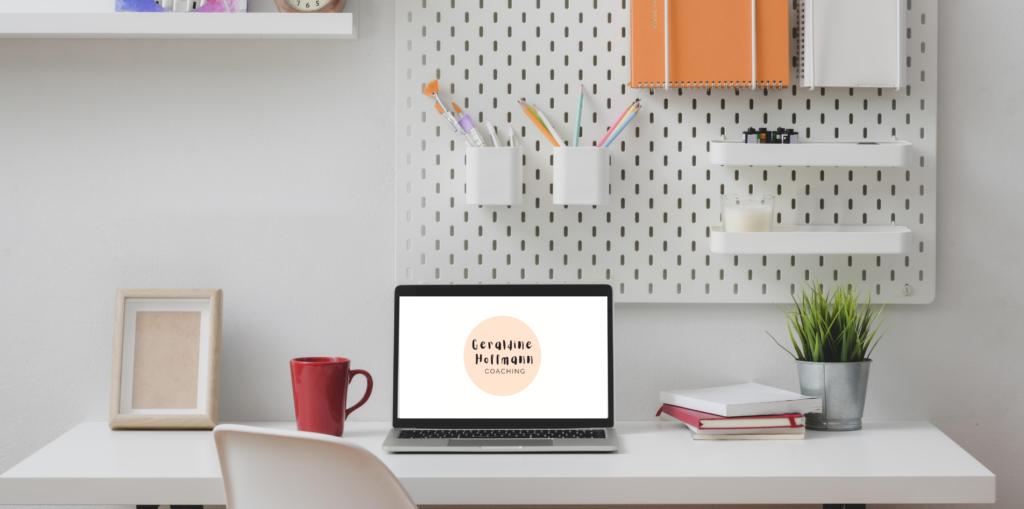 Laptop mit Logo Coaching Mütter